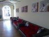 Большой зал, диваны для отдыха
